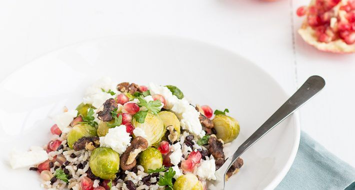 VEGA: Wilde-rijstsalade met spruitjes, walnoten en feta