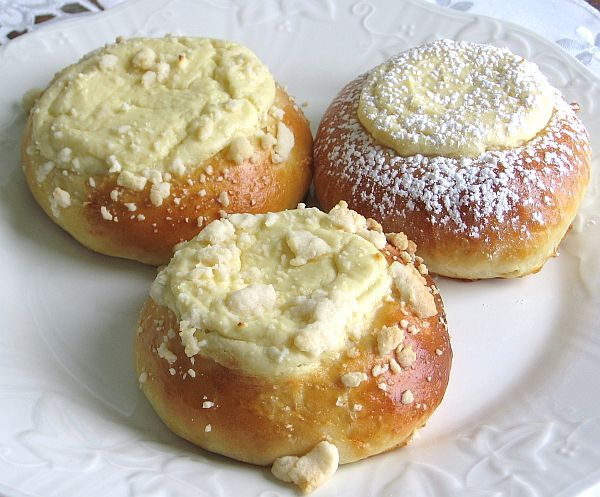 This recipe for Polish cheese sweet rolls or drozdzowki z serem is made with a slightly sweet yeast dough and is topped with sweet cheese curd filling.