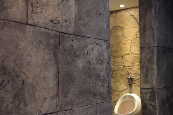 Naturstein Bruchstein Felsblocke Nein Diese Wand Ist Aus Stempelputz Von Stylebeton Wandstempel Samos Natursteine Bruchstein Wande