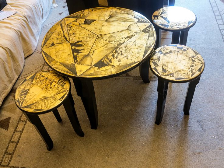 masuta si scaune decorate cu schlagmetal gravat