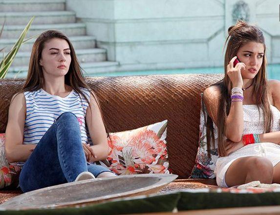 Güneşin Kızları 9. Bölüm Kıyafetleri ve Markaları Selin'in bilekliği Umbrella Boutique