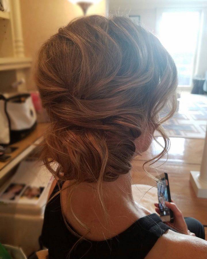 Updo wedding hairstyle | Swept back wedding hairstyles #weddinghair #weddinghairstyle #hairstyles #bridalhairideas #weddinghairinspiration #weddinghairideas #beauty #updo #messyupdo