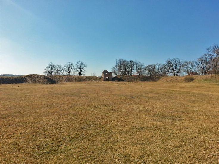 Zamek w Dankowie.  http://www.malopolska24.pl/index.php/2014/05/przebadaja-zamki-w-krzepicach-i-w-dankowie/