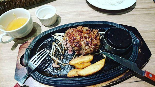 今日のお昼ご飯〜 ひと口食べたけどね  #お昼ご飯#肉#ひと口食べた#美味しかった
