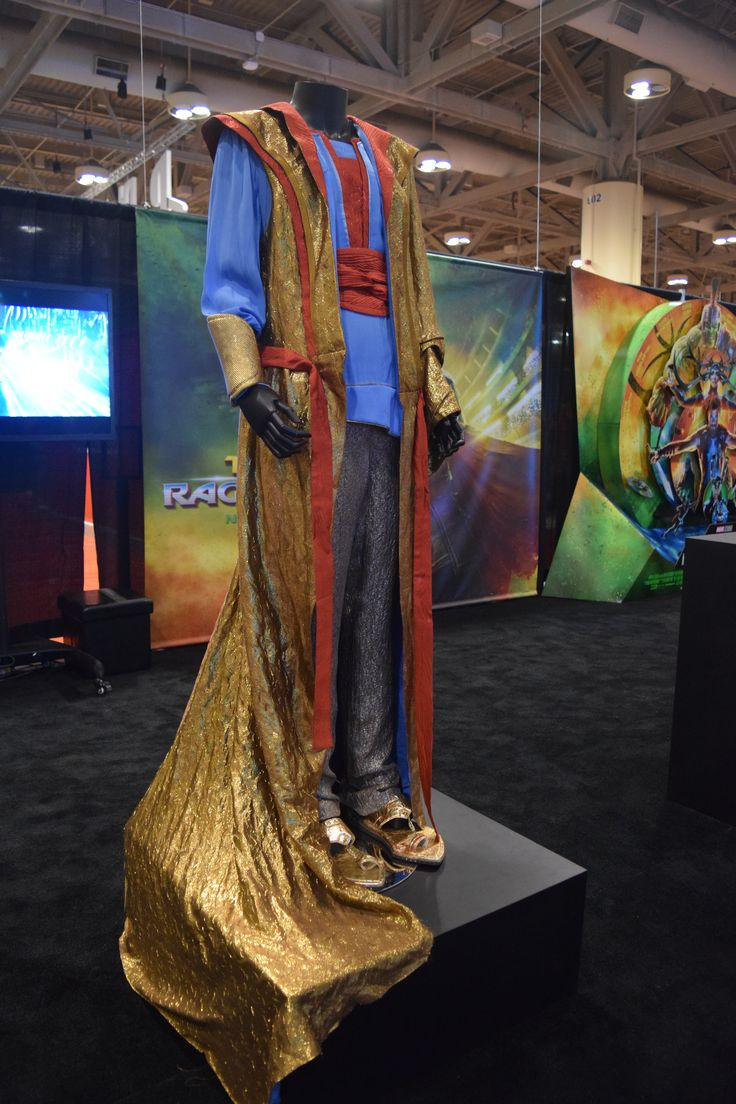 thor-ragnarok-at-fan-expo-the-grandmaster-costume-1.jpg 4,000×6,000 pixels