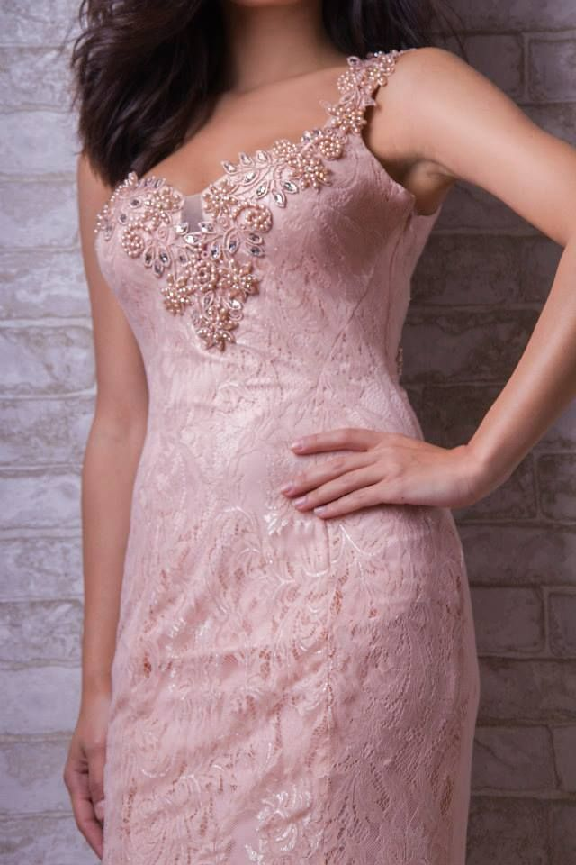 Chic lace evening dress