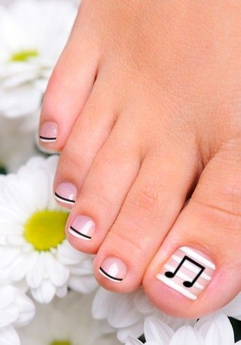 Music Notes Toenail Art Design