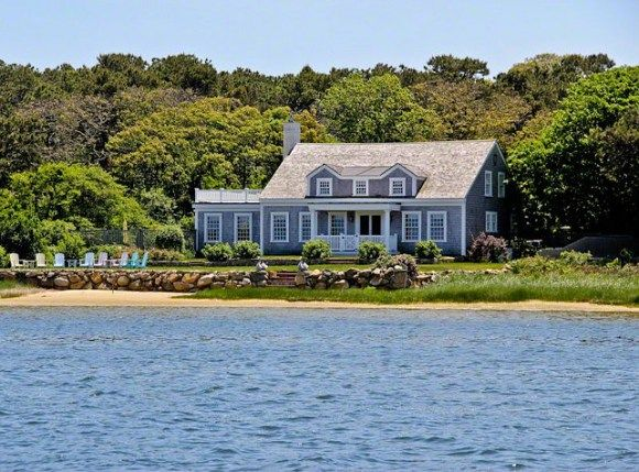 Cape Cod Cottage – Home Bunch – An Interior Design – Luxury Homes Blog #interior #design #for #small #apartments http://design.remmont.com/cape-cod-cottage-home-bunch-an-interior-design-luxury-homes-blog-interior-design-for-small-apartments/  #cape cod interior design # Tag Cloud This classic cape cod cottage sits majestically on the shoreline of Sengekontacket Pond, with sweeping water views and its own private sandy beach. Directly to its east, the property is bordered by more than a 150…