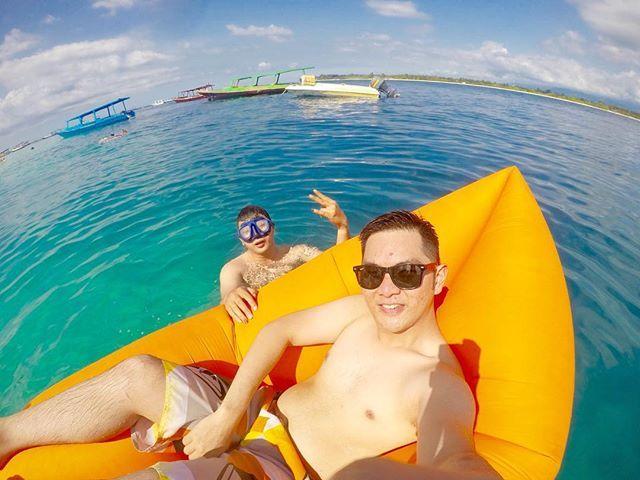 Upin Ipin edisi lautan~ 😅😎😆#life #beachlife #positive #travel #traveling #travelgram #lazybed #island #gili #giliair #gilimeno #gilitrawangan #lombok #explorelombok #indonesia #2017 by (wellyleonardooo). gilitrawangan #explorelombok #life #travel #beachlife #gili #lombok #island #giliair #travelgram #positive #indonesia #lazybed #gilimeno #traveling #2017