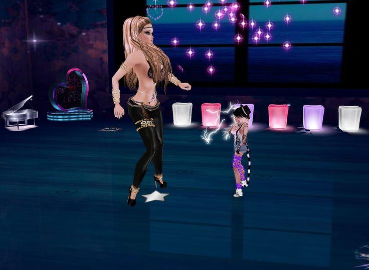 bailando con mi mami :3