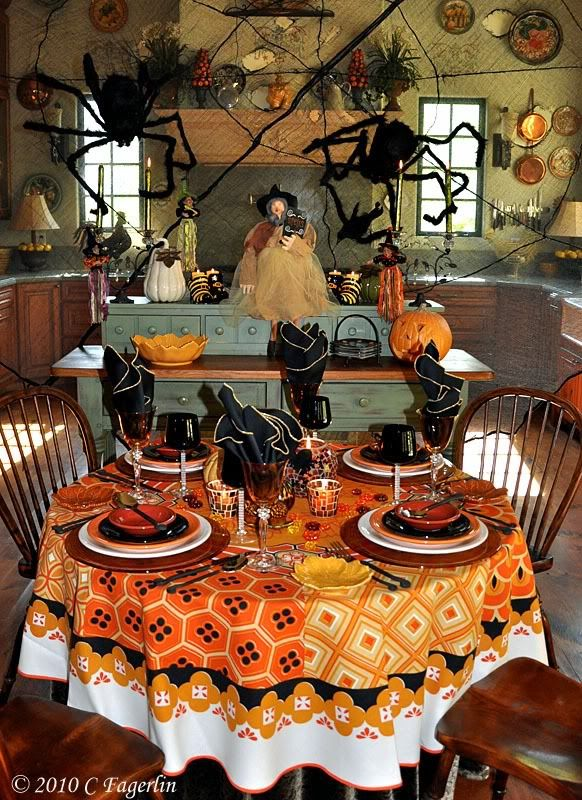 BOO....scary kitchen for Halloween!  #halloween