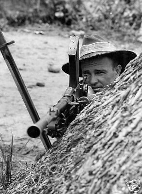 WW2 Photo Australian Soldier Bren Gun Australia WWII