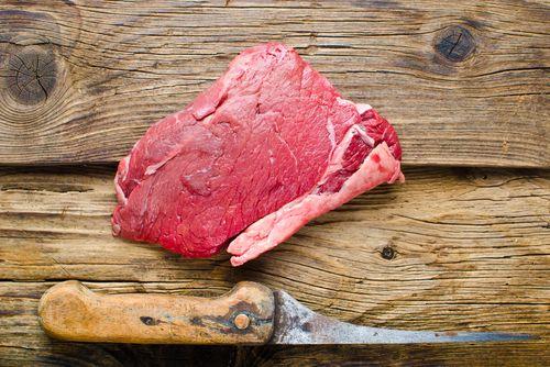 Rostbef można piec, smażyć, grillować oraz marynować. Przyrządzicie z niego pyszny stek, befsztyk czy tatar.