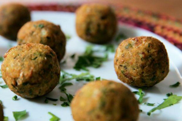 Falafel com molho de tahine: receita da Bela Gil - Receitas - Receitas GNT