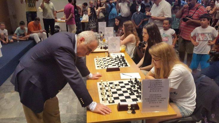Στη Θεσσαλονίκη βρίσκεται εδώ και λίγη ώρα ο θρύλος και πρώην παγκόσμιος πρωταθλητής στο σκάκι Γκάρι Κασπάροβ   Στη Θεσσαλονίκη βρίσκεται εδώ και λίγη ώρα ο θρύλος και πρώην παγκόσμιος πρωταθλητής στο σκάκι Γκάρι Κασπάροβ.Ο πρώην παγκόσμιος πρωταθλητής αυτή την ώρα διαγωνίζεται σε έναν αγώνα χάντικαπ απέναντι σε τέσσερις νεαρές σκακίστριες: Την παγκόσμια πρωταθλήτρια σε επίπεδο κορασίδων από την Καβάλα Σταυρούλα Τσολακίδου καθώς και την πρωταθλήρια Ευρώπης παγκορασίδων Αναστασία Αβραμίδου…