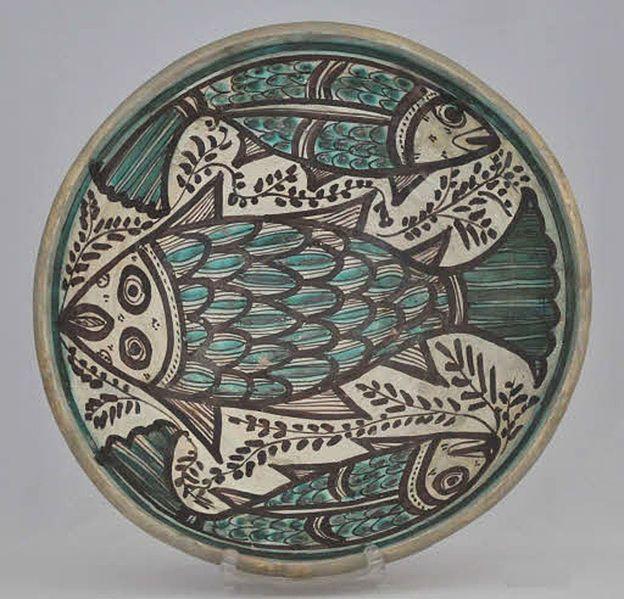 Descripció  Español: Fuente de cerámica de Paterna de autor anónimo. Siglo XIII-XIV Museo de Cerámica de Barcelona.Spain   Data Siglo XIII-XIV