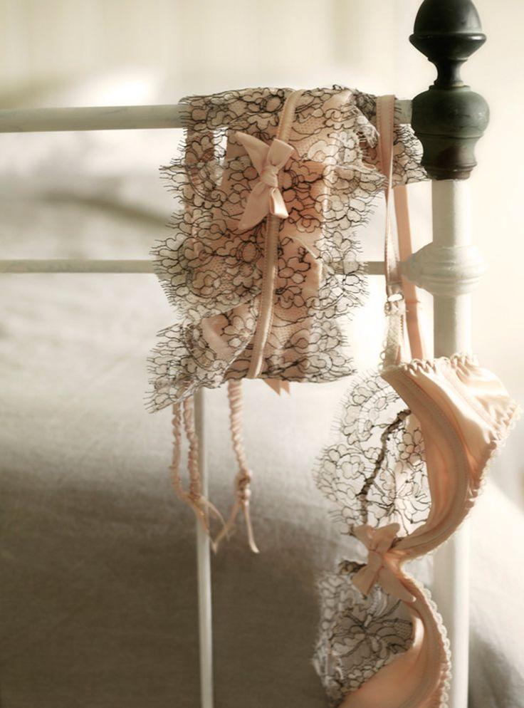 #lingerie #softness #romantism Si vous connaissez la marque de cet ensemble...
