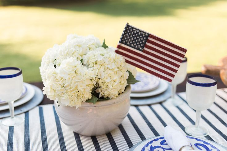 Throw an easy and festive summer party with 4 ideas for patriotic decorations. Get 4th of July decorating ideas for a fun and inviting party!