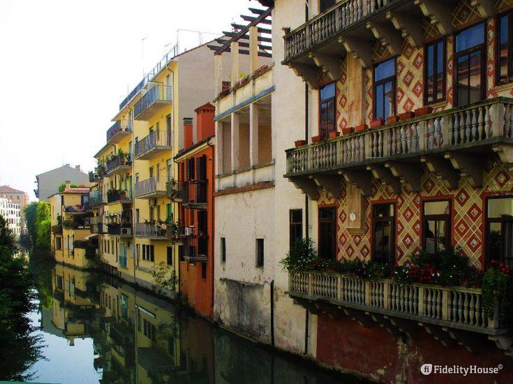Tratto del Naviglio, dal Ponte Gregorio Barbarigo al Ponte delle Torricelle, qui la strada copre il Canale.