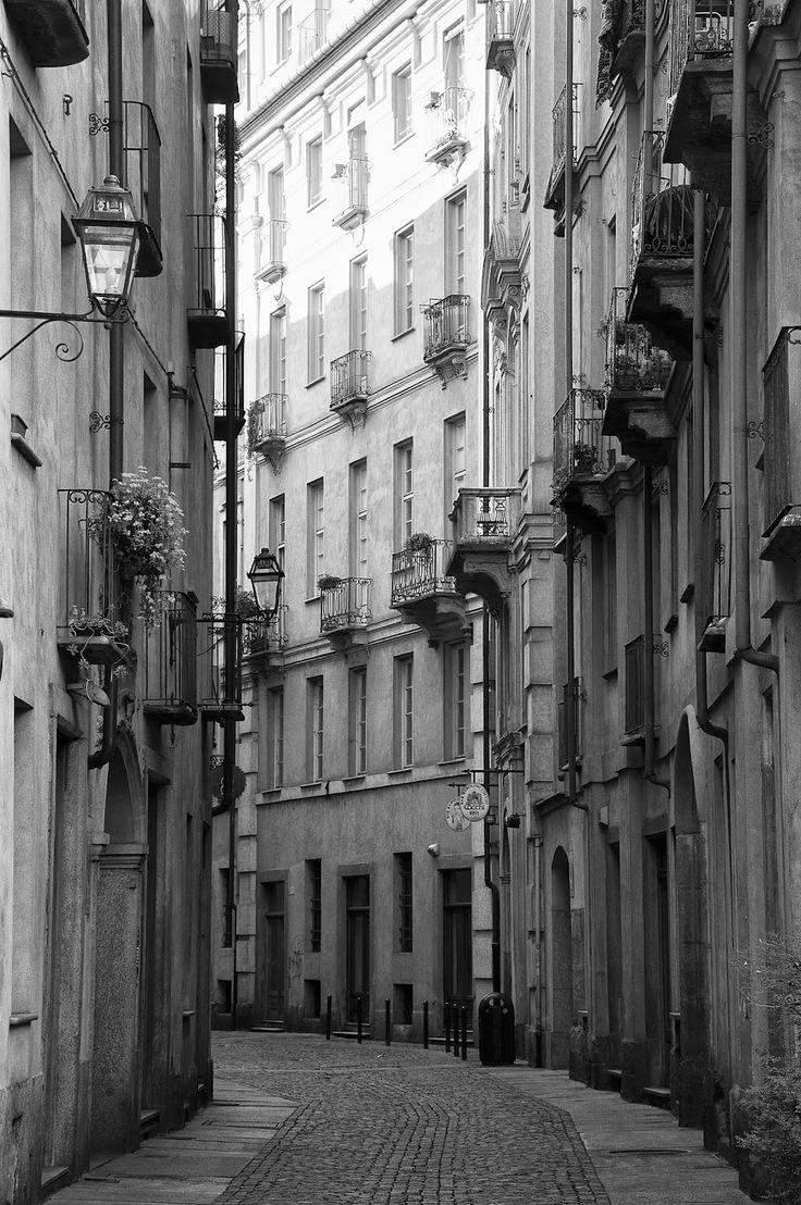 Torino, via Franco Bonelli in the Roman Quarter