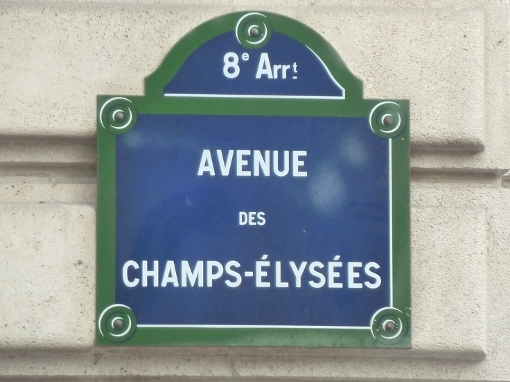 Avenue des Champs Elysees @ Paris.... my favorite street in the world, Moise and I always stay there when we go to Paris.