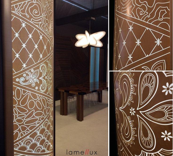 "LAMELLUX  Gamme Empreinte ""VIBRATO"" Sycomore, applique cintrée.  #lamellux #luxe #empreinte #vibrato #resin #sycomore #lightingfeature #albatre #alabaster #madeinfrance #ebenisterie #architecture #architecturedinterieur #agencement #craftmanship #luxury #sycamore #design #interior #interiordesign #woodwork #bespoke"