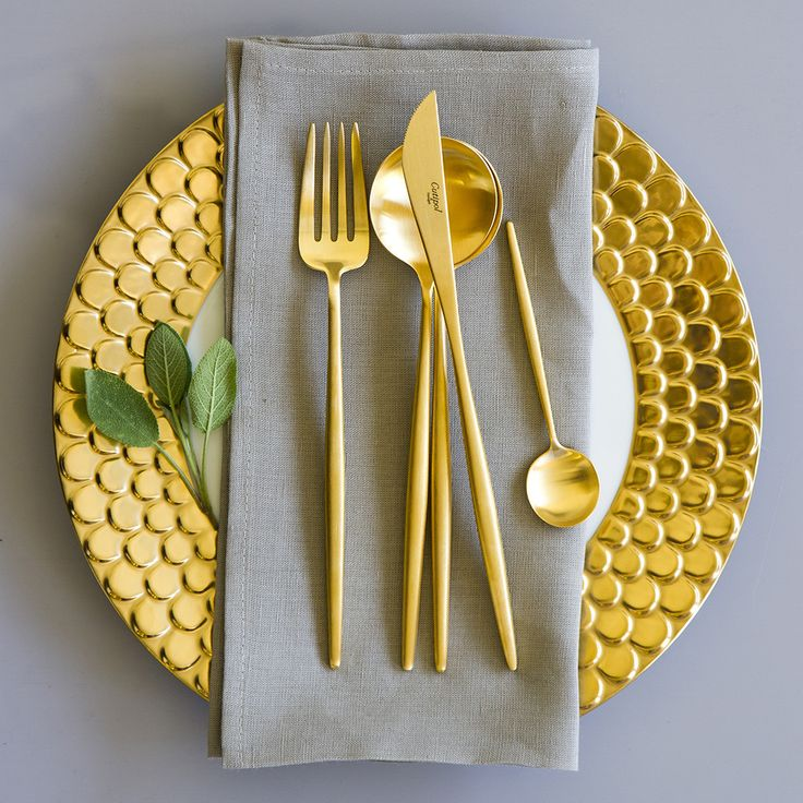 Bring casual luxury to your table with this stunning 24 piece Moon matt gold cutlery set from Cutipol. Sleek, modern luxury cutlery that is perfect for dinner parties, this set contains six knives, si
