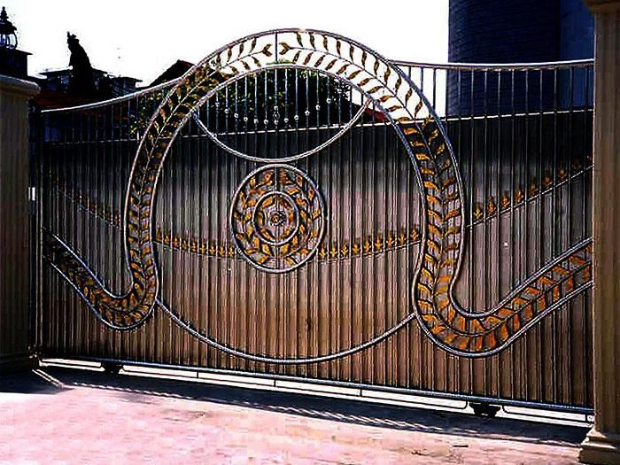Iron Entry Gates | please click on thumbnail to enlarge