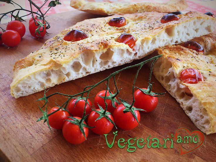 Vegetariamo.it insegna ai buongustai a fare la focaccia perfetta attraverso la ricetta spiegata passo-passo: