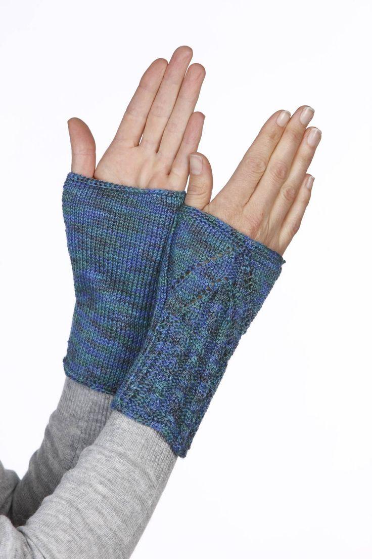 Stilige pulsvarmere strikket i Mighty Sock/Alex. Oppskrift i Familien 25/1-16