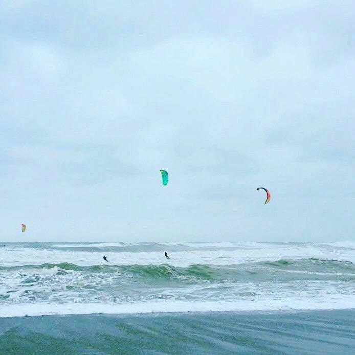 #invierno #Guau #viento #olas #playa #kitesurfing #EspírituGuau