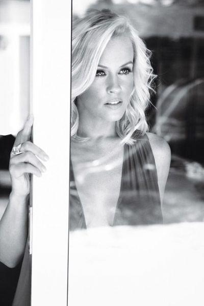 Jenny McCarthy- One of these days I'm going to figure out who she reminds me of...  :P