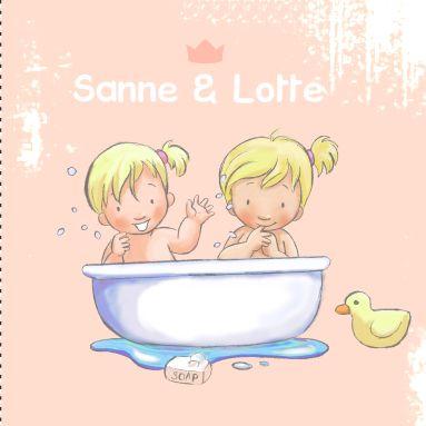 Een lief geboortekaartje met daarop een badkuip,badeend en handjes