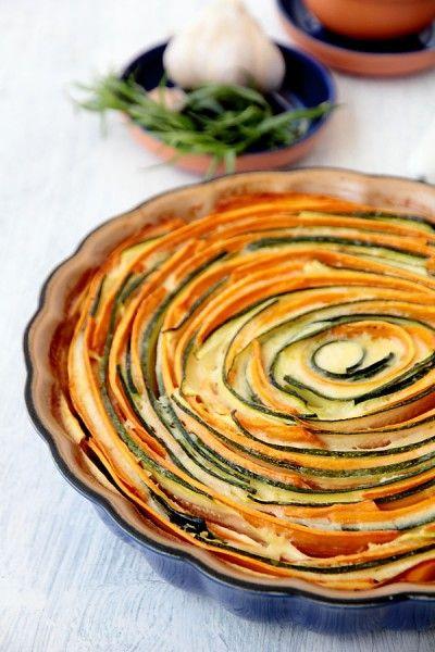 Очень красивый и вкусный овощной тарт-запеканка.