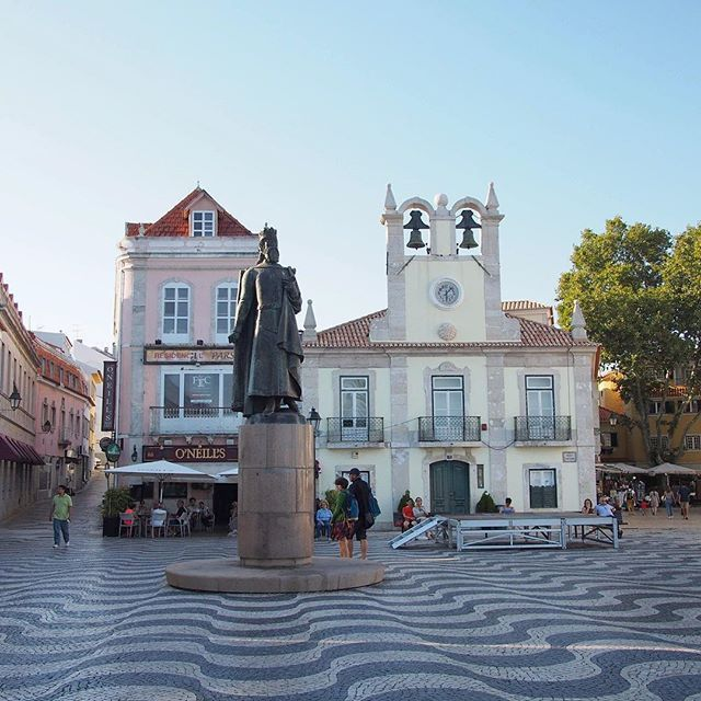 The Classic Wavy Portuguese Tiles Are Also Found In The Beautiful Coastal Town Of Cascais It Makes A Great Day Trip From Lisbon Or Sintra Day Trips From Lisbon