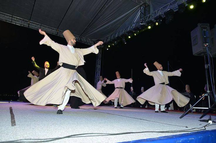 1. Ramazan Şenlikleri Barış Meydanı'nda Başladı http://www.yenisehirgundem.com/1-ramazan-senlikleri-baris-meydaninda-basladi.html