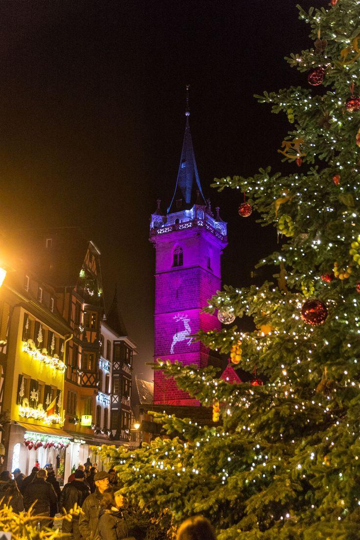 Le beffroi aux couleurs de Noël - décembre 2015 - Crédit Styl'List Images pour Alsace Destination Tourisme