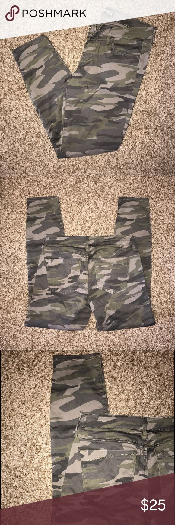 Express Camo Skinny Jean Perfect condition. Low rise. Express camo skinny jean. Sz 4- true to size Express Jeans Skinny