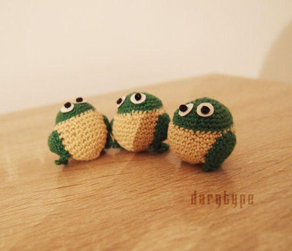 amigurumi frog keychain charm by Dargtype