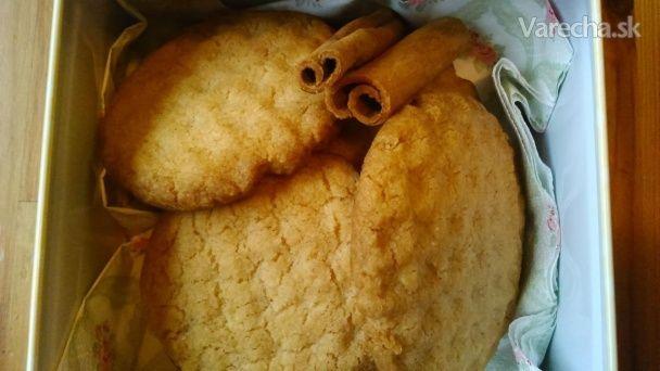 Tento recept som našla na jednej stránke pre mamičky. Po vyskúšaní receptu, veru už kupovať sušienky nebudem.