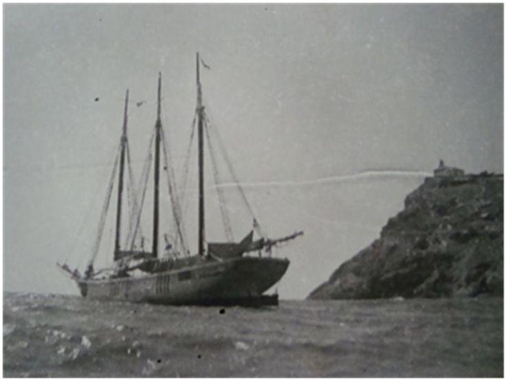 """Pailebot Paquito Vera en la Bahía de Mazarrón.  El Puerto acogió en la guerra 7 visitas de vapores Ingleses de medio tamaño para la descarga de carbón, repitiendo viaje tan solo el """"Margaret Rose"""". También entre los barcos visitantes del Puerto de Mazarrón, hubo algunos famosos como el """"Cala Virgilis"""" hundido en Gandía, reflotado y vuelto a hundir en Valencia, el """"Petrolea"""" que fue capturado por la flota Nacional, o el vapor """"Vicente"""" hundido en Gandía pocos días después de su visita del 11…"""