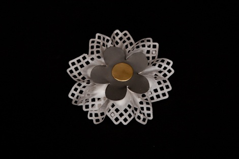 Check out this beautiful metallic daisy #favor. It makes a great #wedding #favour, perfect for #spring/ #summer #wedding.£3.70