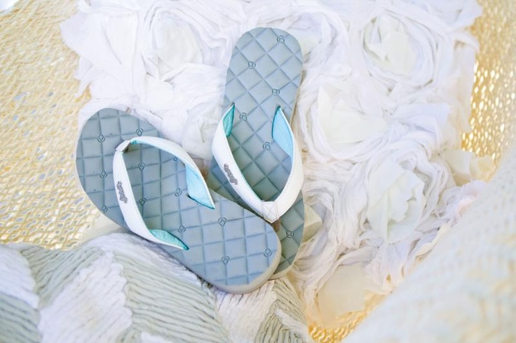 I have these Reef Dreams flip flops. They're super comfortable. It's like my feet are on a pillow top bed.: Reef Dreams, Dreams Flip, Happy Feet, Bed, Flip Flops, Ojotas Copadas, Feet Shoes, Reef Stylin