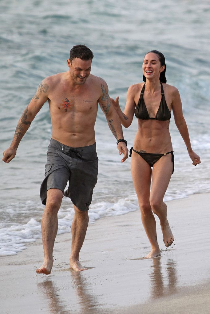 """Megan Fox Photos Photos - A bikini-clad Megan Fox was spotted on the beach in Hawaii with her boyfriend Brian Austin Green. The former """"Transformers"""" babe looks great as she shows her """"six pack"""" abs and toned legs as she swims in the ocean and plays on the beach over the US Memorial Day holiday. - Megan Fox Sports a Bikini in Hawaii"""