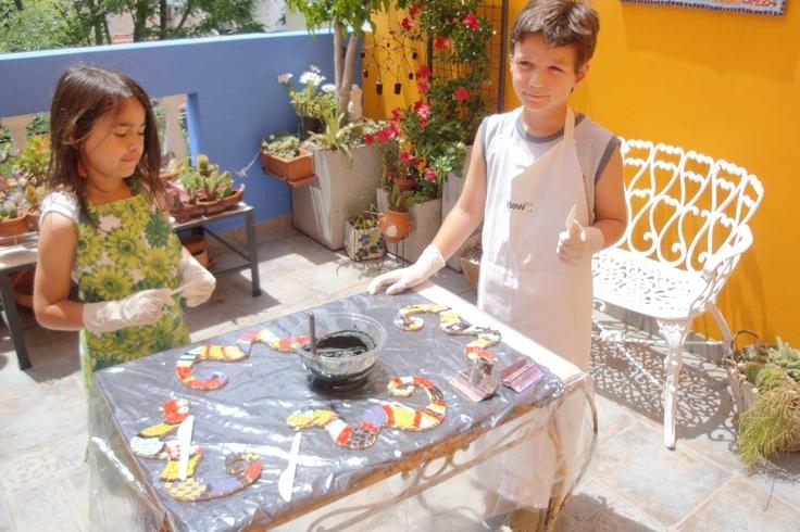 Seminario inicial de mosaico para chicos en Grana Trencadis