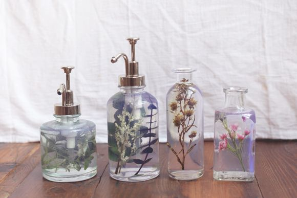 Fresh idea: DIY pretty flowers in vases, hand wash, etc