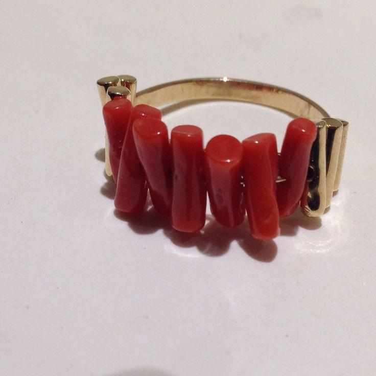 #anello in #oro e #corallo #rosso. Gli elementi in corallo sono #mobili. #gold #ring and #red #coral. The elements in coral are mobile.#artigianali #craftman #giuseppeinguscio #giorafo #mediterranean