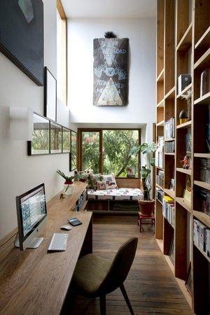 workspace, книжный шкаф от пола до потолка в коридор.