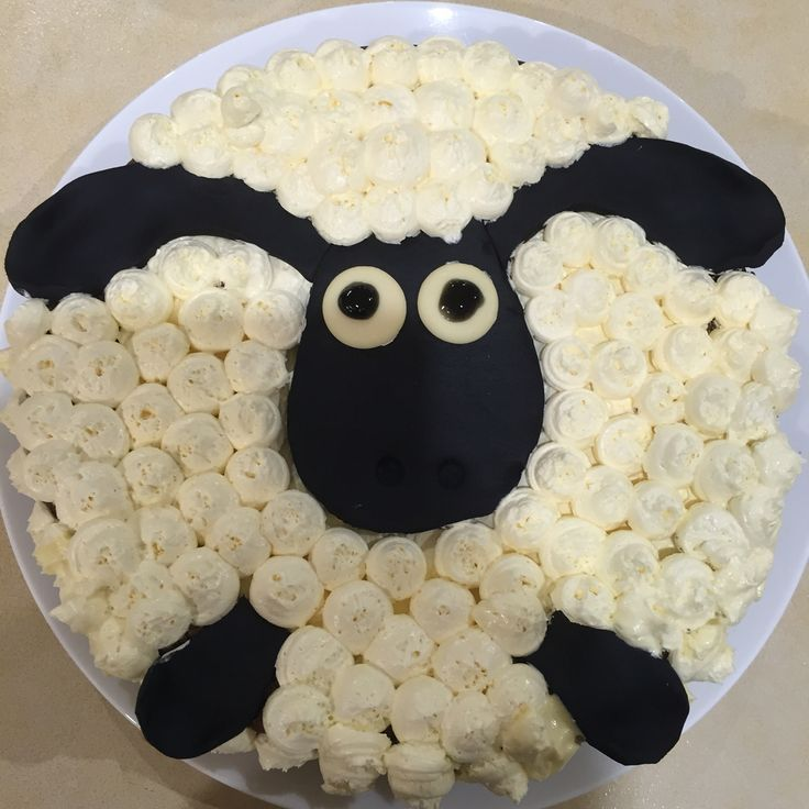 Shaun the Sheep cake! Black fondant and buttercream pipping.