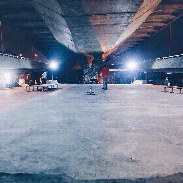 shot by @salehusein taken at Taman jomblo skatepark -------- Arena bermain Skateboard ini terletak dibawah jembatan flyover Pasupati lokasinya berada di jalan Taman Sari persis disamping Taman Pasupati atau yang lebih dikenal dengan sebutan Taman Jomblo. Skatepark ini merupakan sarana bermain skateboard bertaraf internasional yang dibangun seluas oleh Walikota Bandung Ridwan Kamil. Dengan fasilitas yang cukup lengkap kalian bisa puas bermain dan belajar skate apalagi tempat ini biasa…
